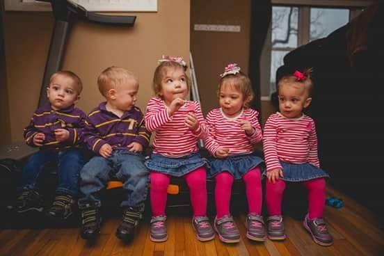 Os cinco filhos do casal (Foto: Reprodução/ Facebook)