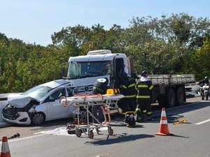 Motorista do carro não ficou ferido após acidente em rodovia de Piracicaba (Foto: Araripe Castilho/G1)