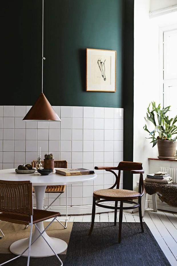 Décor do dia: azul e verde escuros na cozinha