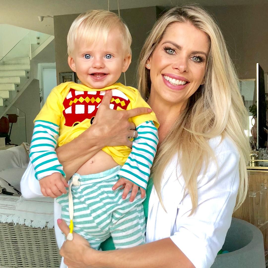 Karina Bacchi e filho (Foto: Reprodução / Instagram)