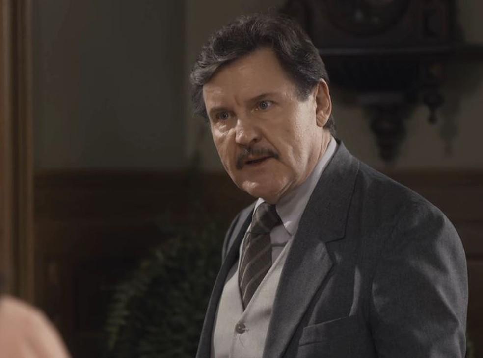 Júlio (Antonio Calloni) fica furioso ao descobrir mentira de Alfredo (Pedro Sol/Nicolas Prattes) em 'Éramos Seis' — Foto: Globo