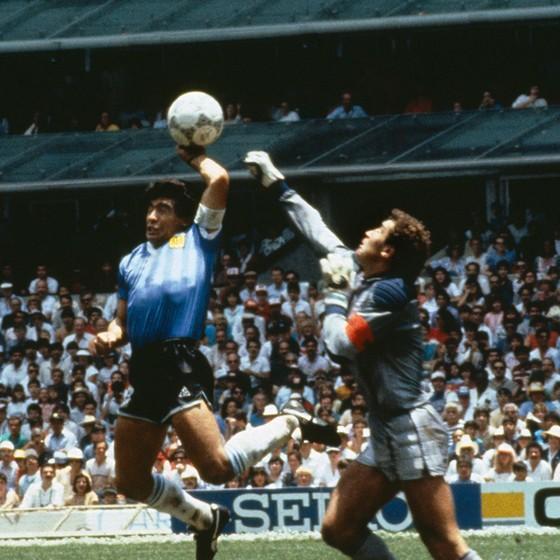 Maradona e o gol de mão contra a Inglaterra  na interpretação do craque 455d3b6fb3c6e