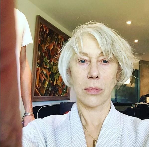 Helen Mirren sem make e com novas sobrancelhas no dia do Oscar 2018 (Foto: Reprodução Instagram)