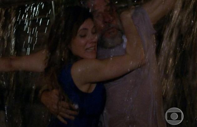 Ao fugir com Pereirinha (José Mayer), Tereza Cristina enfrentará uma tempestade e desaparecerá no mar. Ela será dada como morta (Foto: Reprodução)
