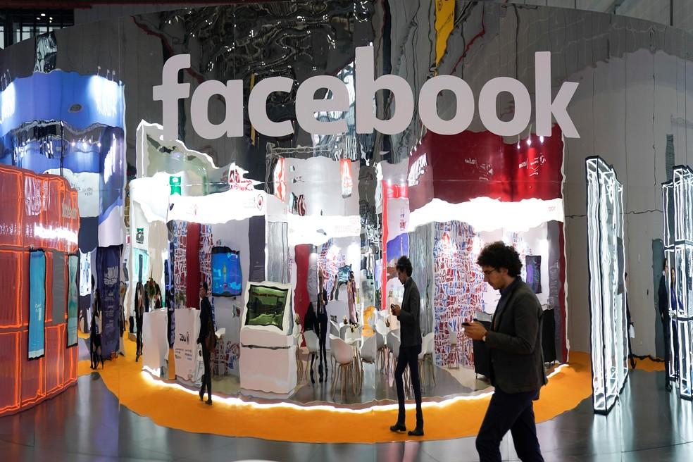 Jovens têm trocado o Facebook por outras redes sociais. — Foto: Aly Song/Reuters