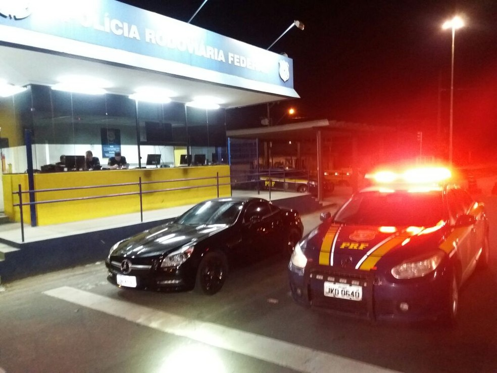 Carros foram apreendidos com placas clonadas na BR-101, no Espírito Santo (Foto: Divulgação/ PRF)