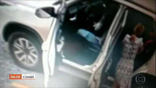 Em Cuiabá, mãe e três filhos ficam na mira de assaltante armado em estacionamento