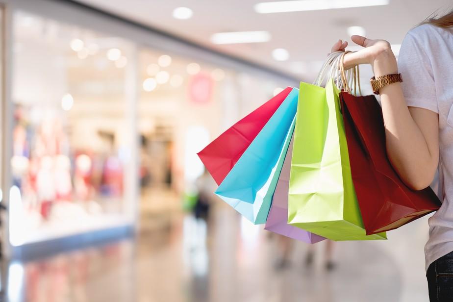 52% dos millennials brasileiros preferem gastar em experiências do que em bens materiais
