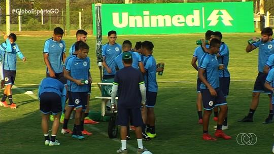 Com mudanças na escalação, Goiás encara o Santos no Serra Dourada