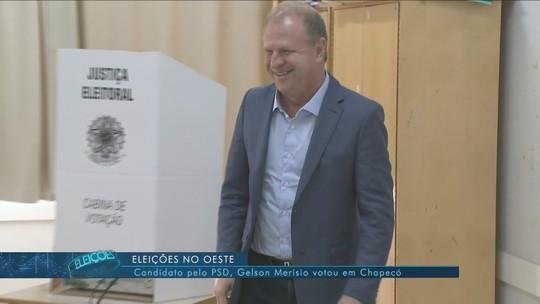 Gelson Merísio (PSD), candidato ao governo de SC, vota em Chapecó