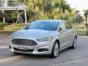 Ford Fusion Hybrid (Foto: Divulgação)