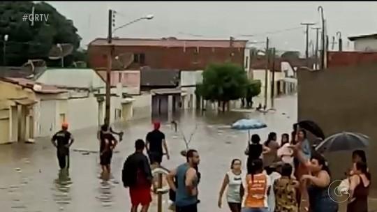 Chuva enche açudes e riachos do Sertão de PE; Água invade casas e deixa desalojados em Bodocó