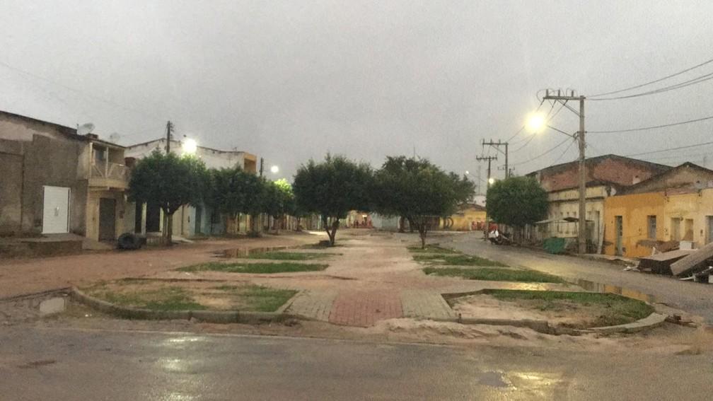 Praça de Coronel João Sá ficou vazia após alerta de evacuação — Foto: Alan Tiago Alves/G1