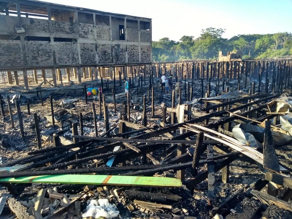 Distrito de Buena Vista, na Bolívia, destruído por fogo — Foto: Gedeon Miranda/Rede Amazônica