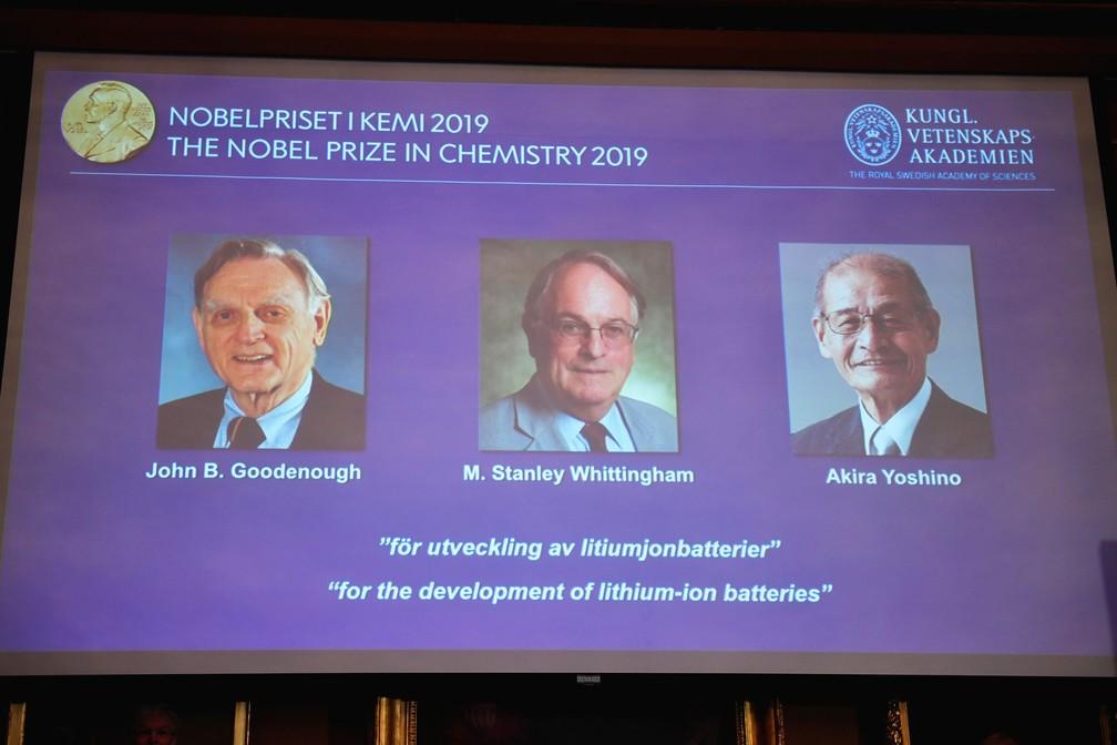 John B. Goodenough, M. Stanley Whittingham e Akira Yoshino ganhadores do Prêmio Nobel de Química de 2019 pelo desenvolvimento de baterias de íon de lítio  — Foto: Naina Helen Jama / TT News Agency / Reuters