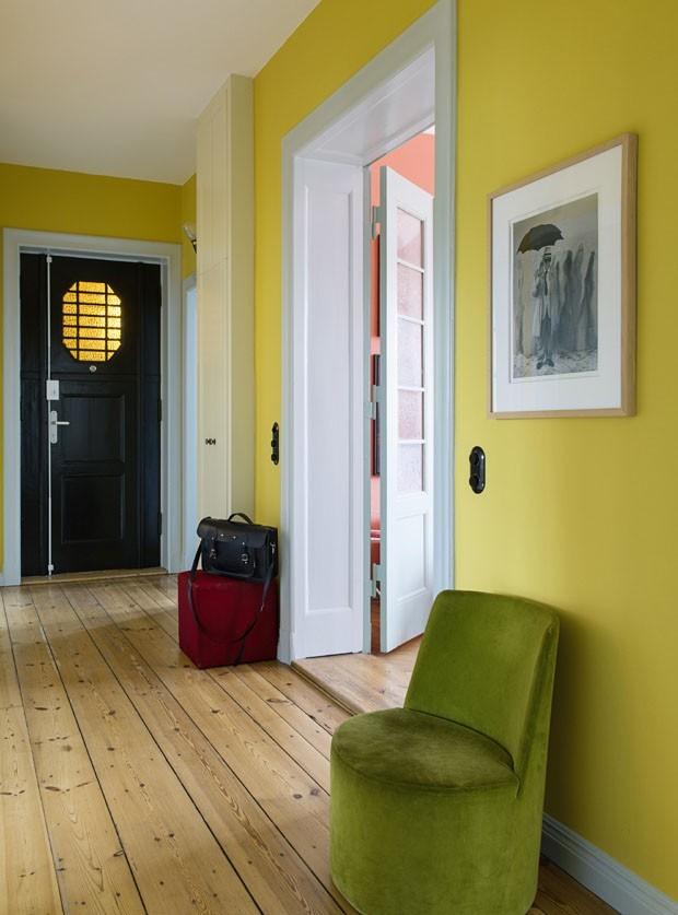 Décor do dia: hall de entrada amarelo (Foto: WOLFGANG STAHR /DIVULGAÇÃO)