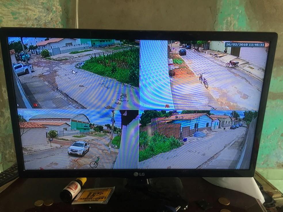 Câmeras mostravam a movimentação na rua do suspeito (Foto: Polícia Civil/Divulgação)
