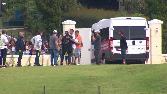 """Mais um, Tite! Neymar se apresenta à Seleção em Teresópolis: """"O foco é 100%. Estou feliz"""""""