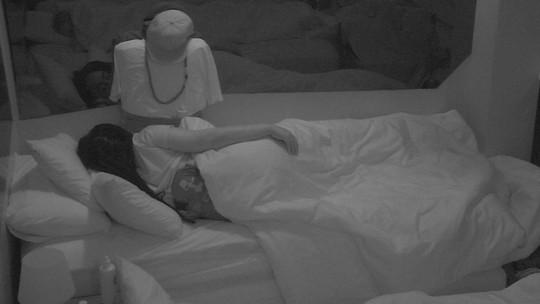 Rízia dorme com 'novo participante' no Quarto Diamante