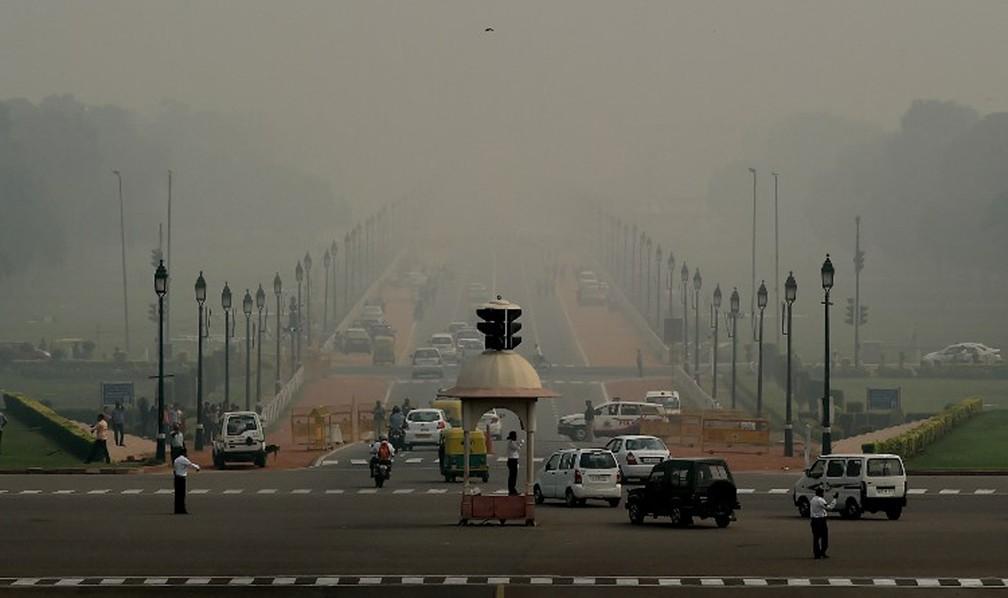 Nova Delhi, na Índia, com espessa camada de poluição em imagem de 2016 (Foto: Money Sharma / AFP)