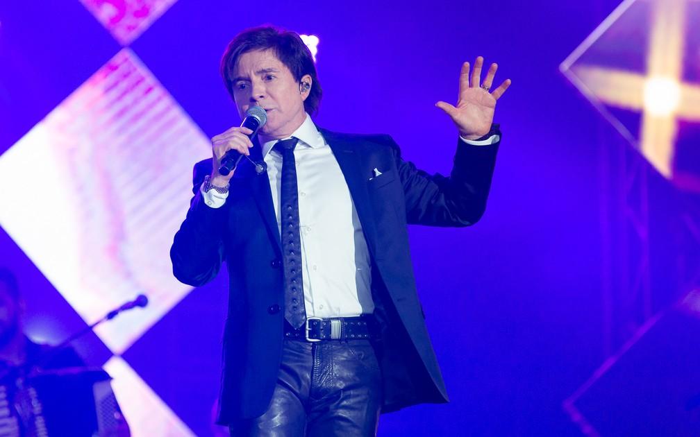Xororó, da dupla com Chitãozinho, agita o público em show Amigos em Barretos 2019 — Foto: Érico Andrade / G1