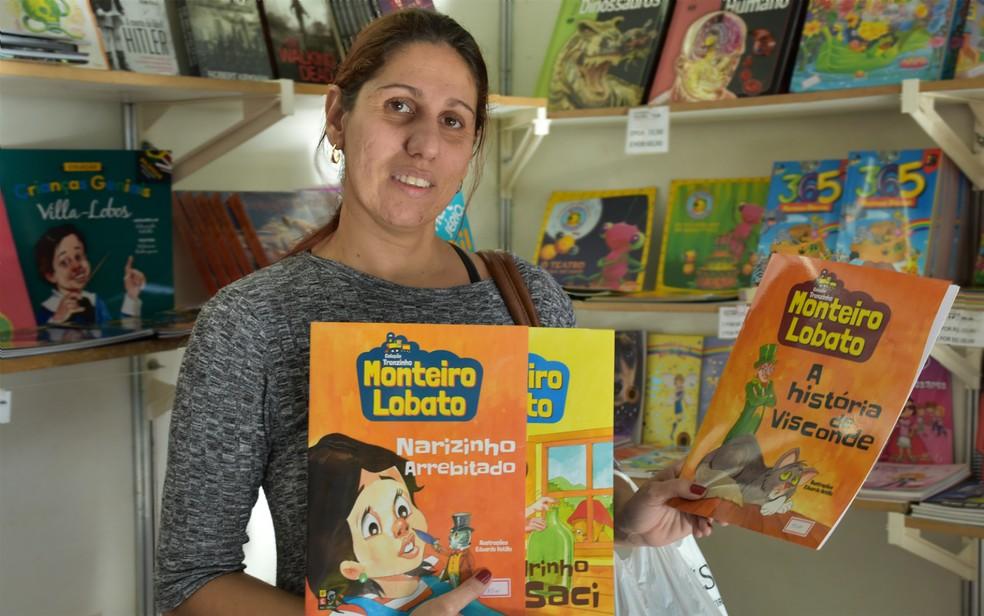 Literatura infantil: professora recomenda 'Sítio do Pica-Pau Amarelo' durante a Feira Nacional do Livro de Ribeirão Preto (SP) — Foto: Pedro Martins/G1