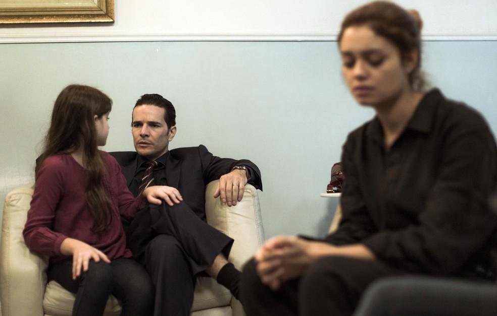 Alice fica arrasada, porque Gabriela não quer falar com ela (Foto: Raphael Dias/Gshow)