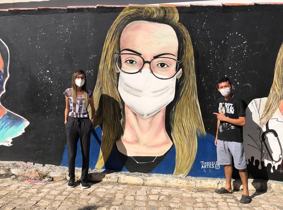 A secretária de Saúde de Rodolfo Fernandes, Erica Mikaele, também ganhou caricatura no mural — Foto: Cedida