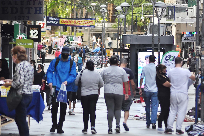 Governo permite abertura de comércio e restaurantes na bandeira vermelha do distanciamento controlado no RS
