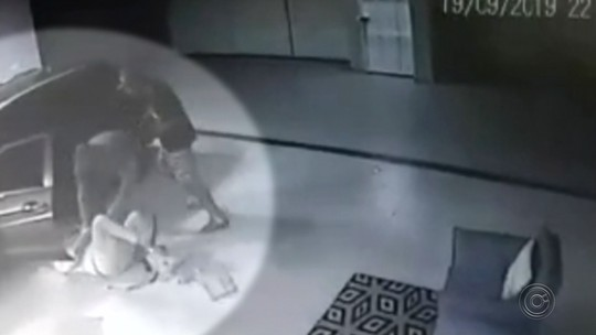 Polícia prende suspeito de agredir e arrancar roupas de morador para roubar carro