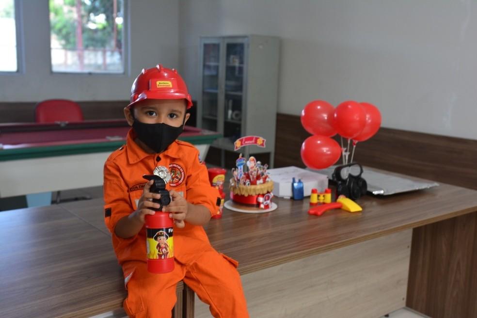 Emanuel comemorou 4 anos com festa no Corpo de Bombeiros em Teresina — Foto: Christopher Moreira
