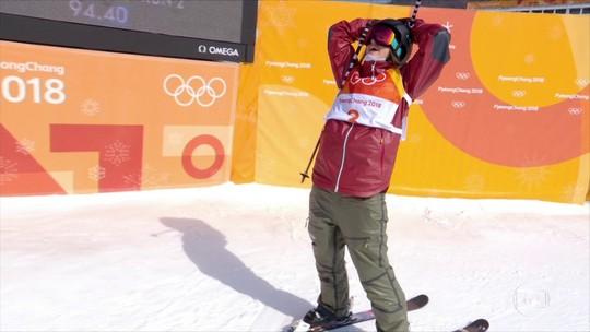 Cassie Sharpe aproveita quedas de rivais e leva o ouro no esqui half pipe