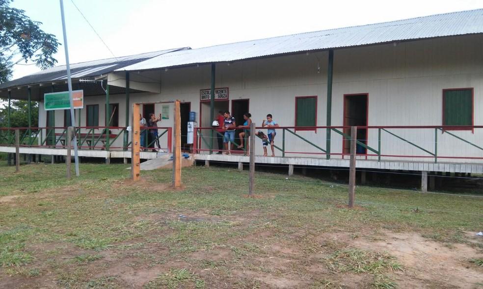Prédio de escola antes de ser incendiada (Foto: Divulgação)