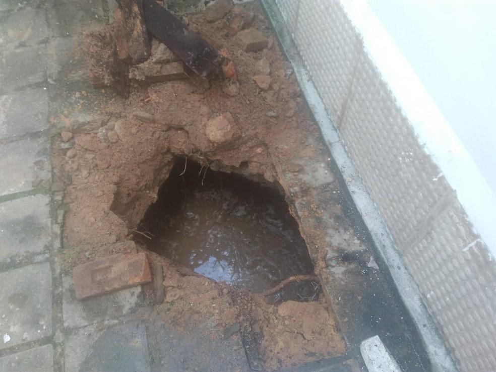 Túnel passava embaixo de uma casa no Trapiche, em Maceió — Foto: Arquivo Pessoal