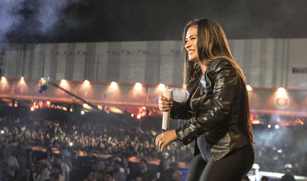 Cantora Simone lembrou da irmã, Simaria, durante o show no São João da Capitá (Foto: Charles Johnson/Divulgação)