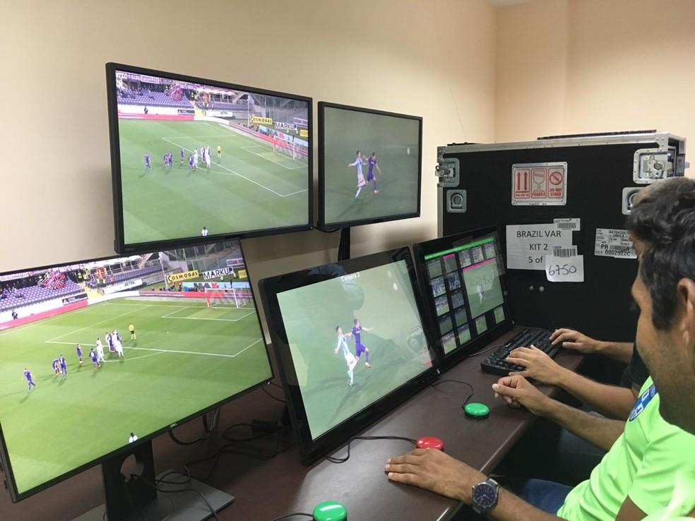 Pela primeira vez em sua história o Campeonato Carioca terá auxílio do vídeo nas decisões da arbitragem — Foto: Thayuan Leiras