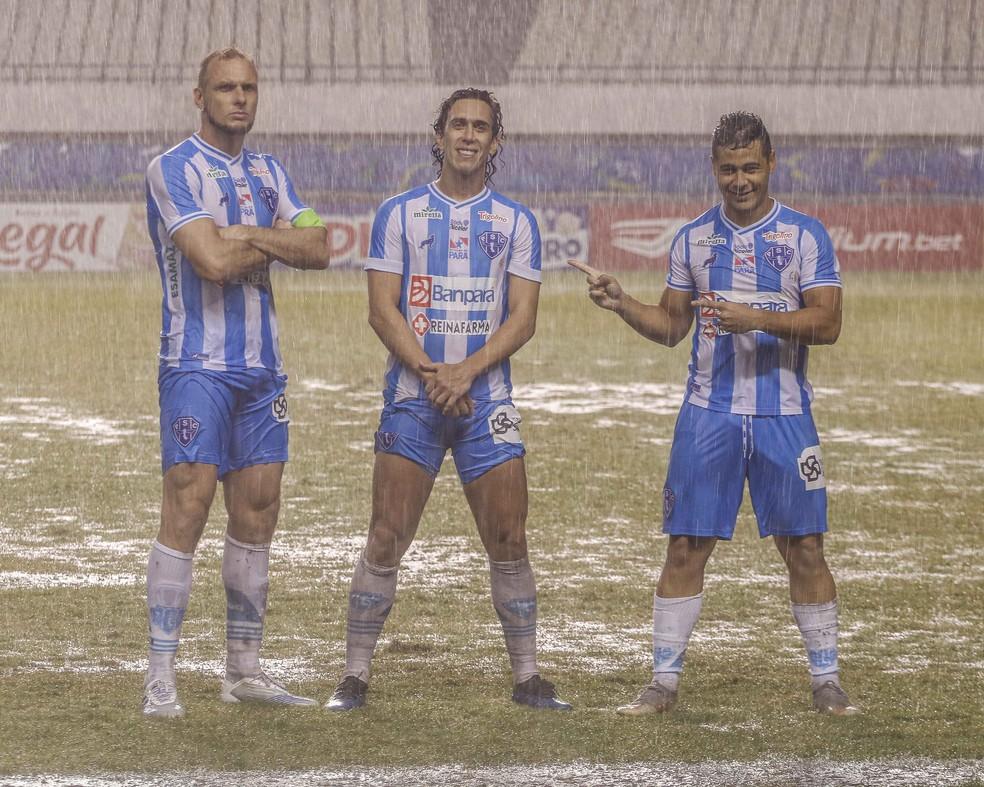 Micael, Nicolas e Bruno Collaço após a vitória por 3 a 0 diante do Ferroviário, no domingo (22) — Foto: Jorge Luiz/Ascom Paysandu