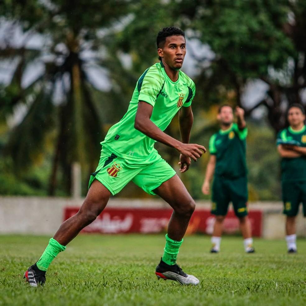 Henrique Alves já treina com a equipe tricolor — Foto: Lucas Almeida / L17 Comunicação