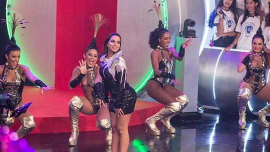 Anitta aceita pedido de 'Chacrinha' e vira chacrete por um dia