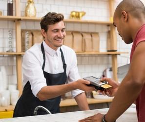 Seis vantagens de ter maquininhas de cartão em seu negócio