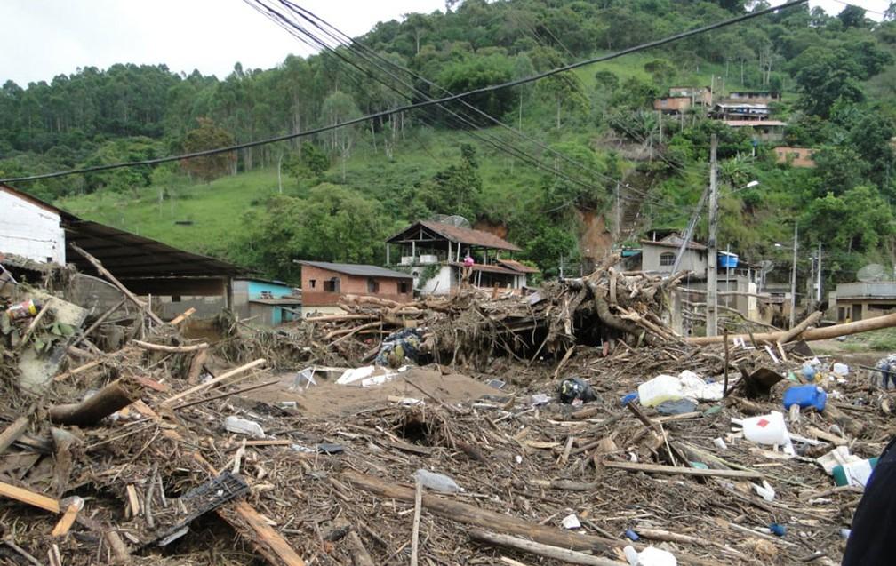 Destruição em Córrego Dantas, Nova Friburgo — Foto: Fabiane Pontes/VC no G1