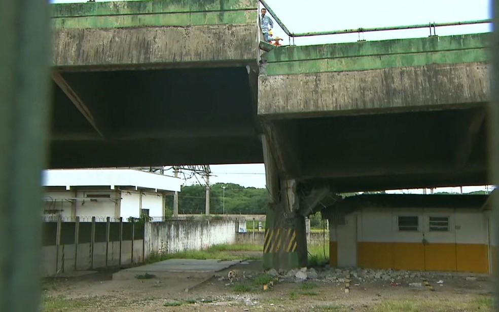 Veja a parte debaixo do viaduto que cedeu na Marginal Pinheiros — Foto: TV Globo/Reprodução