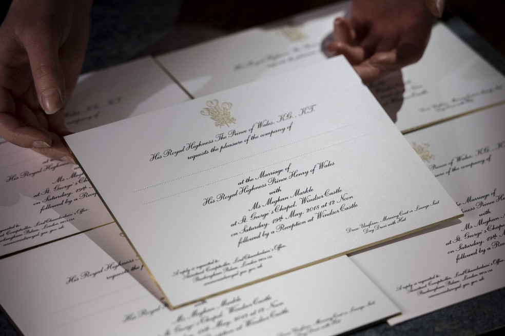 Convites impressos para o casamento da atriz Meghan Markle com o Príncipe Harry em imagem compartilhada pelo palácio de Kensington (Foto: Reprodução/Twitter/ Palácio de Kensington)