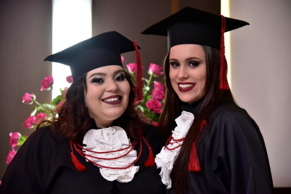 Amanda e Juliana fizeram faculdade juntas em Bauru — Foto: Arquivo pessoal/Juliana Costa Neves
