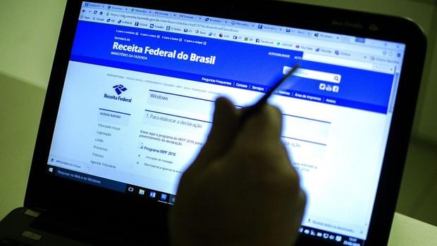 Declaração pode ser feita de três formas: pelo computador, por celular ou tablet ou por meio do Centro Virtual de Atendimento (Foto: Marcelo Camargo/Agência Brasil)