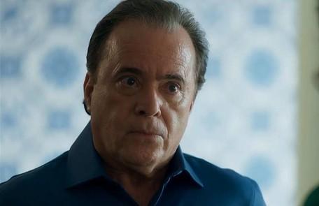 Na terça-feira (23), Olavo (Tony Ramos) dará dinheiro e uma passagem para São Paulo para Lourdes Maria (Bruna Linzmeyer) TV Globo