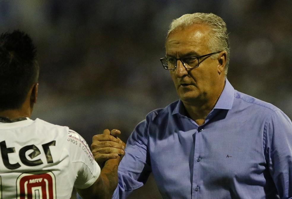 Dorival Júnior vê jogada treinada dar resultado em campo (Foto: Rubens Chiri / saopaulofc.net)