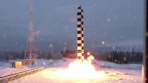 O Samart, ou Satã 2, é uma das 'armas invencíveis' que foram apresentadas recentemente pelo governo russo (Foto: EPA via BBC)