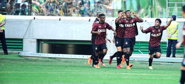 Palmeiras x Atlético-pr, Ricardo Silva Gol (Foto: Marcos Ribolli)