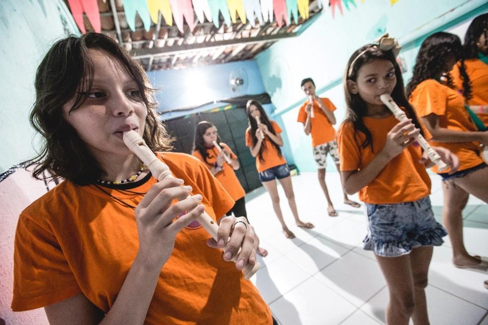Atualmente, o projeto beneficente criado por Fátima atende 42 crianças e adolescentes. — Foto: Thiago Gadelha/Sistema Verdes Mares